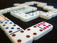 Board Game: Dominoes