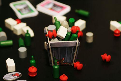 Board Game: Ab in die Tonne