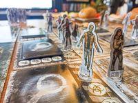 Board Game: Dead of Winter: A Crossroads Game