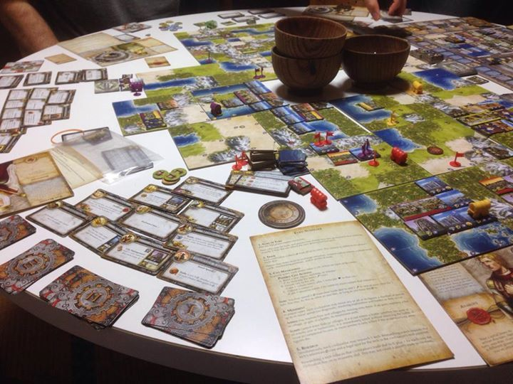 A five player set up. There is never enough room for everything. Photo by Yoshihiro 44.