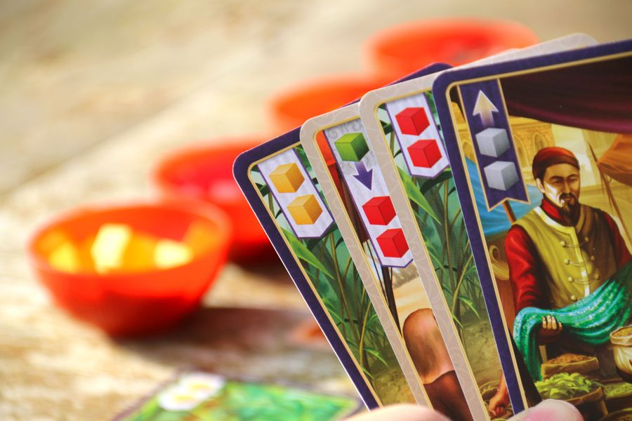 Players Hand - Make a trade or harvest spices (by playing a card from hand)
