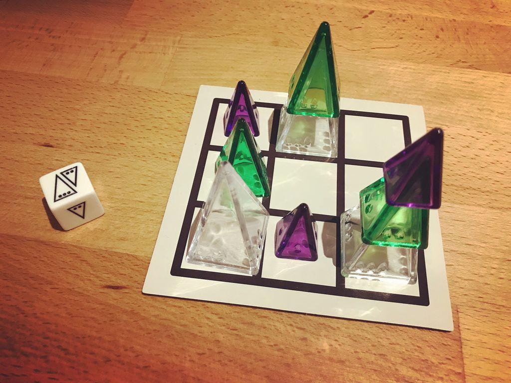 Board Game: Pink Hijinks